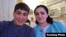 Дастан с женой Аленой.