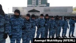Сотрудники спецназа, преградившие путь в Акорду. Нур-Султан, 13 января 2020 года.