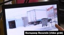 Кадри з відео, яке демонструє контрабандну схему на КПВВ «Майорськ»