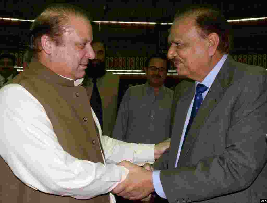 На президентских выборах в Пакистане выиграл 73-летний Мамнун Хуссейн (на фото справа). Его кандидатуру представила партия «Пакистанская мусульманская лига», лидером которой является премьер-министр страны Наваз Шариф (слева).