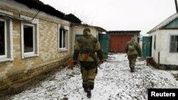 Сепаратисты ДНР осматривают дом в Донецке