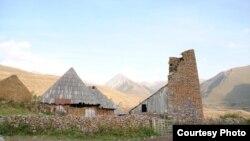 По мнению Алана Парастаева, некое сочетание сельского и экологического туризма идеально подходит для Южной Осетии. Жители мегаполисов готовы платить приличные деньги за возможность пожить жизнью крестьянина
