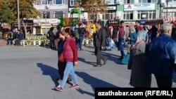 Stambuldaky türkmen migrantlary. 2017.