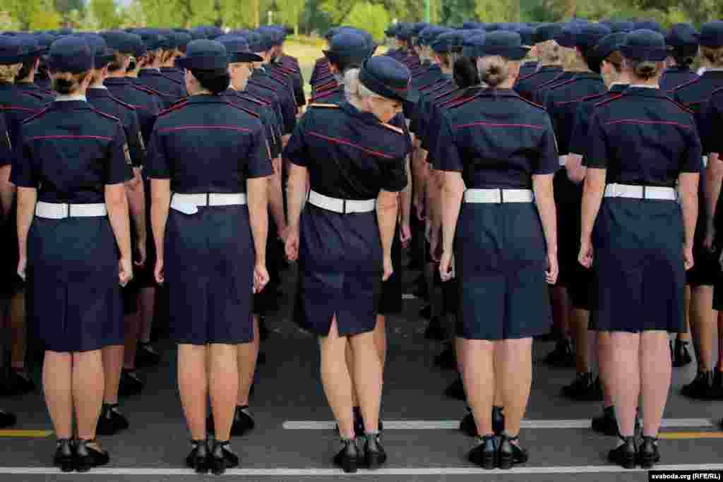 У парадзе прымуць удзел тры парадныя разьлікі жанчын: два з іх ад узброеных сіл і адзін ад міліцыі.