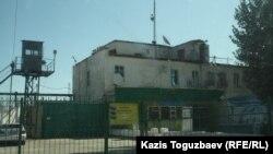 Ограждение вокруг одной из казахстанских тюрем.