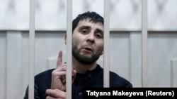 Заур Дадаев, подозреваемый в причастности к убийству российского оппозиционного политика Бориса Немцова, в зале суда. Москва, 8 марта 2015 года.