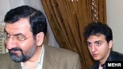 احمد رضایی (راست) همراه با پدرش محسن رضایی.