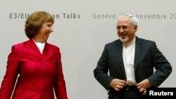 محمدجواد ظریف در کنار کاترین اشتون در آغاز مذاکرات ژنو - پنجشنبه٬ ۱۶ آبان ۱۳۹۲