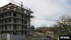 Стройка недалеко от Красного моста в районе Турбазы