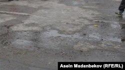 Каракол шаарынын борбордук көчөсүндөгү жол