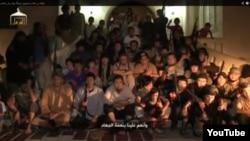 """Скриншот видео о выходцах из Казахстана, которые утверждают, что отправились на """"джихад"""" в Сирию."""