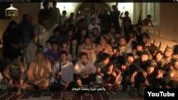 Сирияға жихадқа барған қазақтар екенін мәлімдеп отырған адамдар. (YouTube видеосынан скриншот)