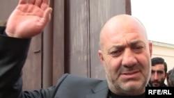 Мкртич Сапеян выходит из уголовно-исполнительного учреждения, Ереван, 29 января 2010 г. Радио Свобода
