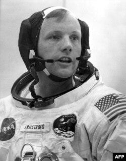 "Нил Армстронг перед стартом ""Аполлона-11"""