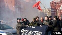 Критики правительства из АКМ не смогли пересечь Красную площадь