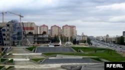 Примером, как делаются деньги, могут служить 5 каменных домов снесенных на проспекте Гейдар Алиева, который обязательно должен войти в учебники по экономике Азербайджана