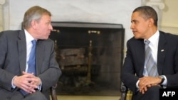 U.S. President Barack Obama (right) met with NATO Secretary-General Jaap de Hoop Scheffer in the White House on March 25.