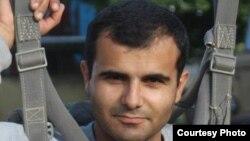 ilur.am կայքի լրագրող Հակոբ Կարապետյան