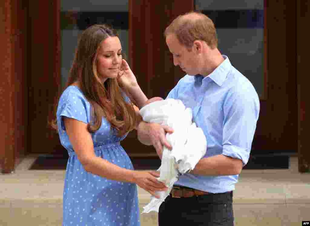 Prve fotografije roditelja i bebe, London, 23. juli 2013.