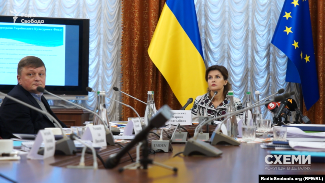 Член наглядової ради Українського культурного фонду сидить по праву руку від його голови Марини Порошенко