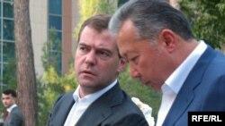 (архіна фотографія) Дмитро Медведєв та Курманбек Бакієв, Душанбе, 27 серпня 2008 року
