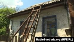 Поврежденный дом семьи пенсионеров
