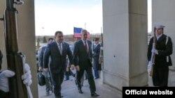 Міністри оборони України та США Степан Полторак (л) та Джим Маттіс, зустріч у Пентагоні, 2 лютого 2018 року