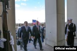 Степан Полторак і Джеймс Маттіс 2 лютого 2018 року перед зустріччю у Пентагоні