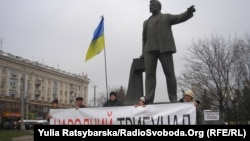 Пикет за снос памятника революционеру Петровскому. Днепропетровск, Украина, 29 января 2016 года.