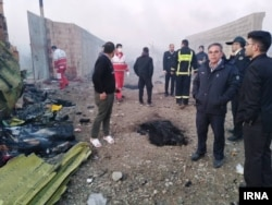 Іранські фахівці працюють на місці падіння літака