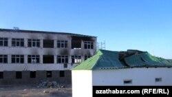 Abadandaky partlama netijesinde ençeme binalara zeper ýetipdi.