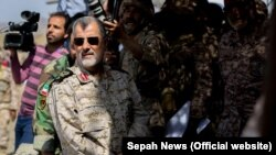 ირანელი ბრიგადის გენერალი მოჰამად პაკპური თვალს ადევნებს სამხედრო წვრთნებს