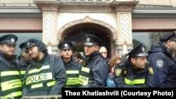 К концу дня городской суд освободил 11 участников вчерашнего противостояния, задержанных у стен сакребуло