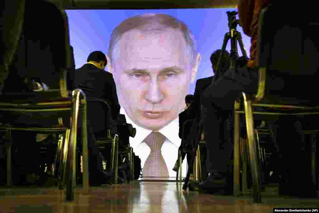 РУСИЈА - Рускиот претседател Владимир Путин изјави дека неговата земја развила и успешно тестирала ново нуклеарно оружје, вклучително и нуклеарна крстосувачка ракета и нуклеарно подводно беспилотно летало. За време на неговото традиционално обраќање до јавноста, тој порача и дека новата интерконтинентална балистичка ракета Сармат има неограничен опсег и може да продре во секој антиракетен систем.