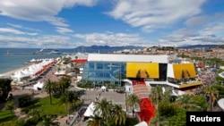 Vedere generală a Palatului Festivalului de la Cannes, 12 mai 2016.