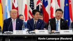 شی جینپینگ، شینزو ابه و دونالد ترامپ در نشست گروه ۲۰ در شهر اوساکای ژاپن.