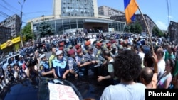 Քաղաքացիական ակտիվիստների բողոքի ցույցը ընդդեմ էլեկտրաէներգիայի սակագնի բարձրացման: 1-ը հուլիսի, Երևան: