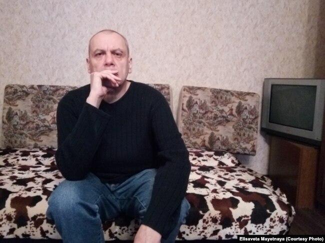56-летний Игорь Холин может жить сам, но его родных уговаривают сдать его в ПНИ