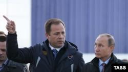 Игорь Комаров с Владимиром Путиным на космодроме Восточный, 14 октября 2015 г.