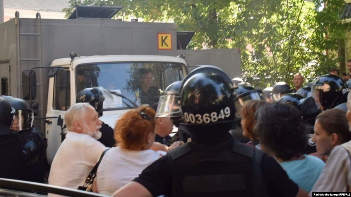 Двух сотрудников Лукьяновского СИЗО отстранили за помощь экс-«торнадівцям» – Минюст