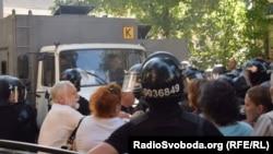 Штовханина між поліцією й прихильниками «торнадівців» під Лук'янівським СІЗО, Київ, 9 серпня 2018 року