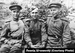 Франтавік Леанід Шчамялёў (справа), 1944 год