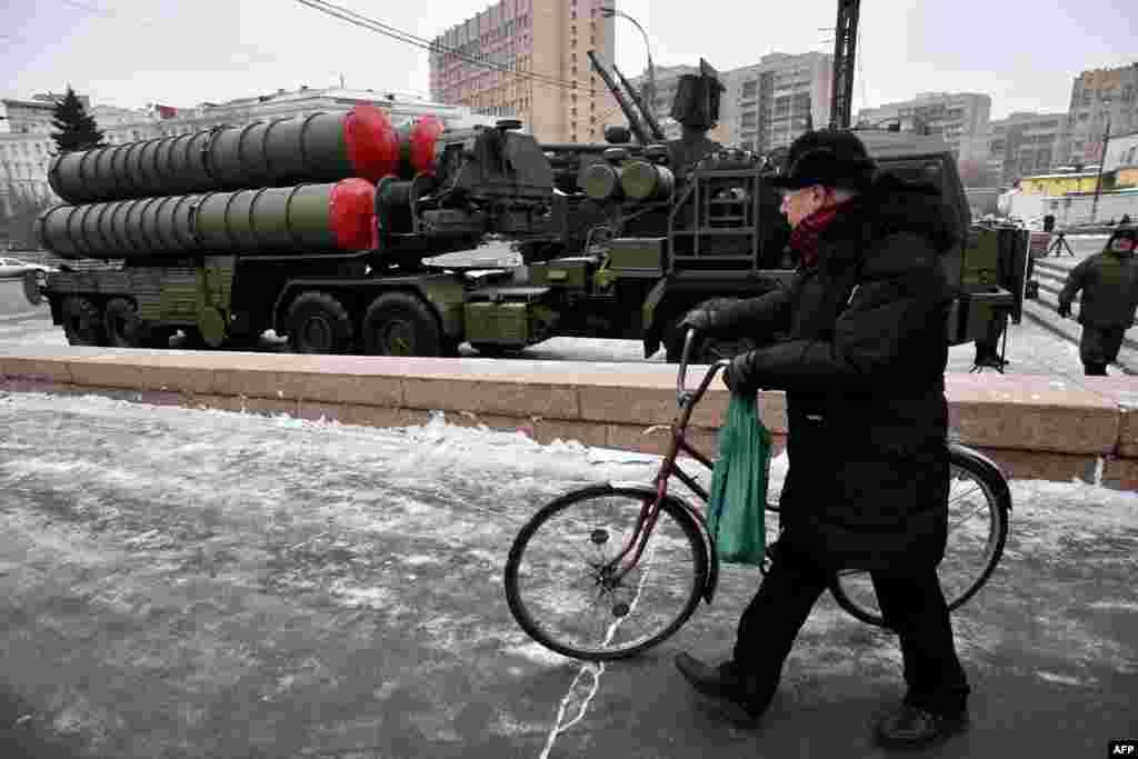 Ракетний комплекс земля-повітря С-300 на Суворовської площі в центрі Москви, 8 грудня 2014 року