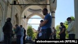 Молитва во Мустафа паша џамија во Скопје во време на коронавирус пандемија,