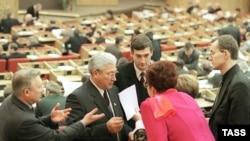 Депутат может выйти из партии, в составе которой прошел в Думу, но в другую партию вступить не может