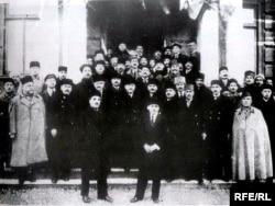 Azərbaycanın ilk parlamenti üzvləri. May, 1918.