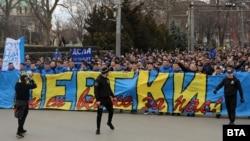 След като сметките на фирмите, свързани с Васил Божков, бяха запорирани феновете на клуба се превърнаха в основен източник на приходи