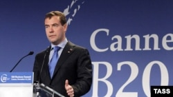 """Президент России Дмитрий Медведев выступает на саммите """"группы 20-и"""" во Франции"""