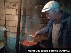 В одном из приютов во Владикавказе утверждают, что кормят собак постоянно