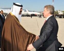 Претседателот Ѓорге Иванов го пречекува Емирот од Катар, Шеик Хамад Бин Калифа Ал Тани на скопскиот аеродром.